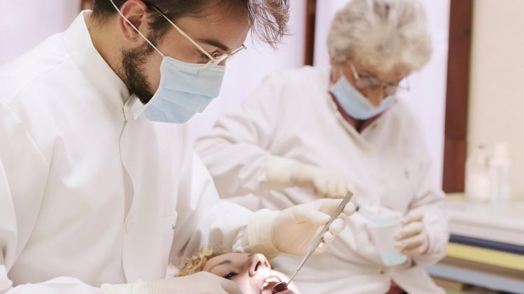 Does tooth bonding look natural?